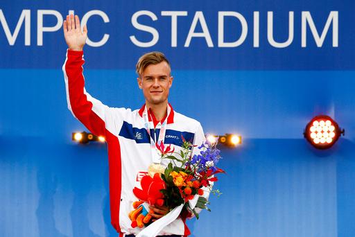 Søndag fikk Filip Ingebrigtsen sin EM gullmedalje og storebror Henrik sin EM bronsemedalje etter lørdagens 1500 meter under friidretts-EM i Amsterdam.