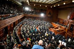 Det japanske parlamentet da kunngjøringen om at det blir oppløst kom torsdag. Foto: Eugene Hoshiko / AP / NTB