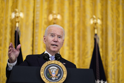 President Joe Biden kunngjorde de nye kravene til uvaksinerte offentlig ansatte i Det hvite hus torsdag. Foto: Susan Walsh / AP / NTB