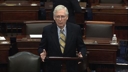 Mitch McConnell under talen der han gikk hardt ut mot Donald Trump, kort tid etter å ha stemt for å frifinne den tidligere presidenten. Foto: Senate Television via AP / NTB