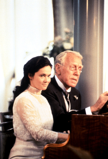 THE BEST INTENTIONS, (aka DEN GODA VILJAN), Pernilla August, Max von Sydow, 1992, (c)Samuel Goldwyn