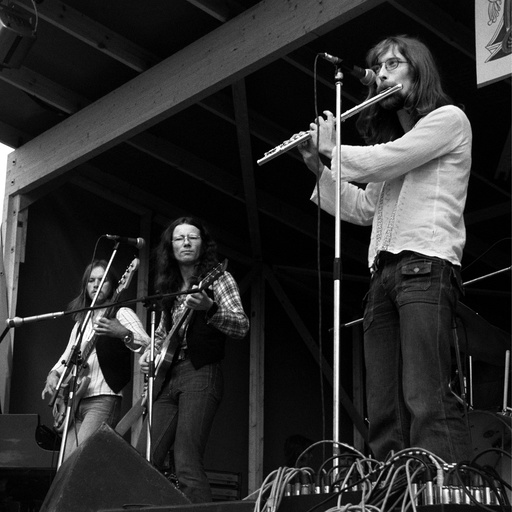 Prudence på Kalvøyafestivalen i 1974. Åge Aleksandersen i midten. Konsert.