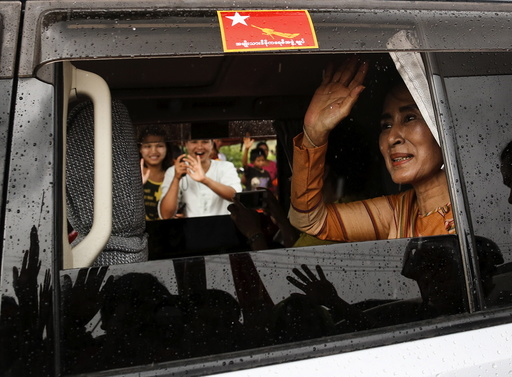 Myanmar pro-democracy leader Aung San Suu Kyi waves to supporters after she gave a speech on voter education at the Hsiseng township in Shan state, Myanmar