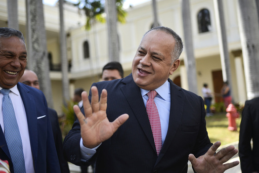 Diosdado Cabello, president Nicolas Maduros høyre hånd, har testet positivt for koronaviruset. Foto: Matias Delacroix / AP / NTB scanpix
