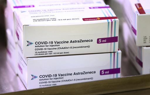 Vaksinen fra AstraZeneca er allerede godkjent og tatt i bruk i Storbritannia. I slutten av måneden kan det få grønt lys i EU og Norge også. Illustrasjonsfoto: Gareth Fuller / AP / NTB
