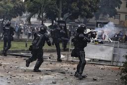 FNs høykommissær for menneskerettigheter fordømmer sikkerhetsstyrkenes maktbruk mot demonstranter i Colombia. Foto: AP / NTB