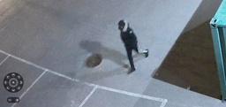Politiet melder tirsdag at de mener at de har pågrepet mannen som vises på en overvåkingsvideo de friga i forrige uke. Mannen er siktet for drap eller medvirkning til drap. Foto: Politiet / NTB