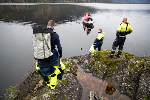 Søket etter savnet person forsetter på Seljordsvatnet.
