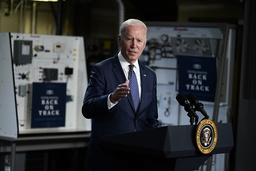 President Joe Biden, her under en tale på Tidewater Community College i Virginia mandag. Foto: Evan Vucci / AP / NTB