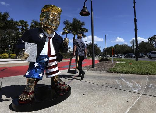 Donald Trump blir hyllet på CPAC-konferansen i Orlando, blant annet av republikanere som stolt påpeker at de ikke godtok valgresultatet. Foto: Sam Thomas / Orlando Sentinel via AP / NTB