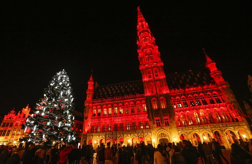 Wider Image: Christmas trees around the world
