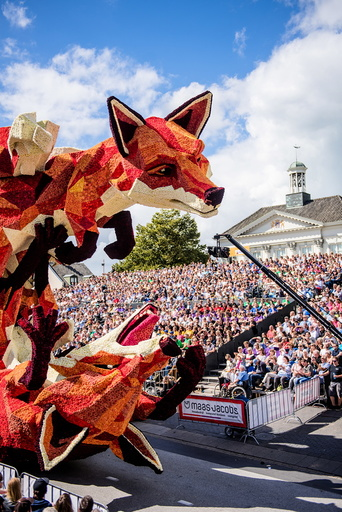 Zundertâä™s Annual Parade Flourishes Once Again.