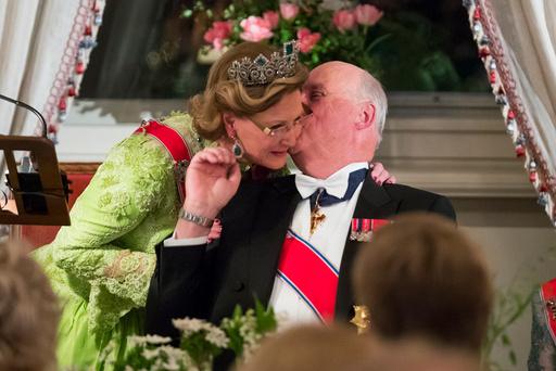 Kong Harald og dronning Sonja - feirer sine 80 årsdager