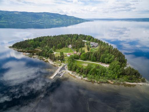 AUFs leirøya Utøya i Tyrifjorden har fått flere nye bygg etter terroren 22.