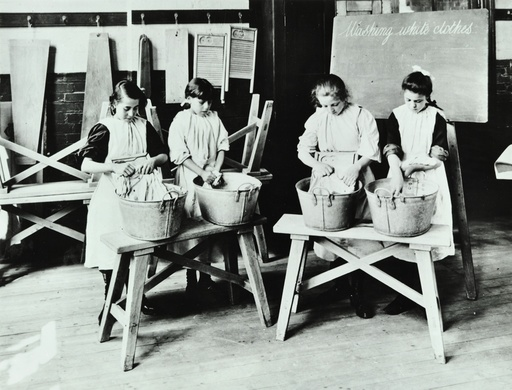 Laundry work, Tennyson Street School, Battersea, London, 1907. Artist: Unknown.