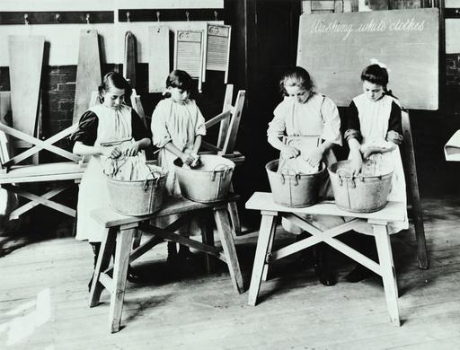 Laundry work, Tennyson Street School, Battersea, London, 1907. Artist: Unknown.