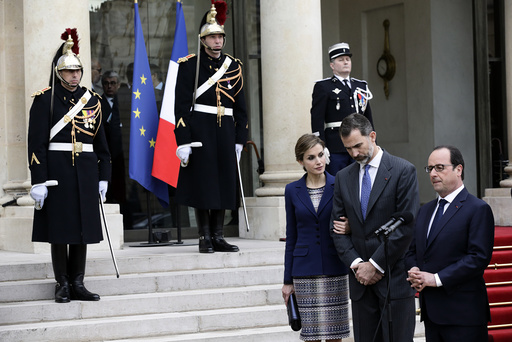 French President Francois Hollande, Spain's King Felipe VI and his wife Queen Letizia at the Elysee Palace in Paris