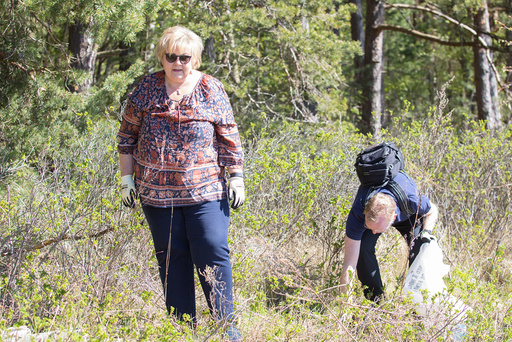 Solberg og Helgesen på strandryddedagen.