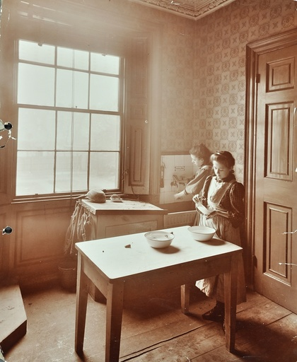 Housewifery, Barnsbury Park School, Islington, London, 1908. Artist: Unknown.