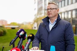 Seksjonsleder Arne Christian Haugstøyl i PST snakker under en pressekonferanse om drapene på Kongsberg. Foto: Torstein Bøe / NTB