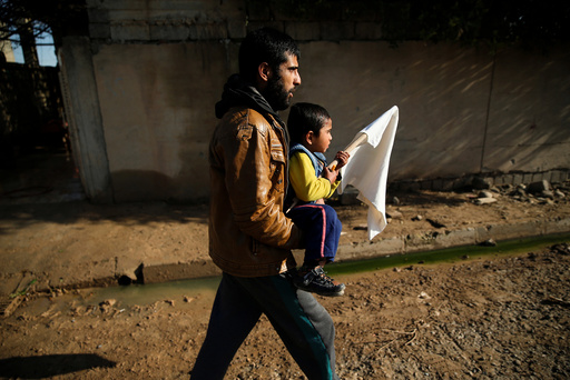 Civilians flee fighting between Iraqi forces and Islamic State fighters north of Mosul Iraq