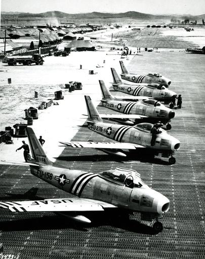 Korea-Krieg / US-Kampfflugzeuge auf Flugfeld / Foto - Korean War, US fighter aircraft / photo -