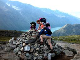 Nordmenn reiste på flere fjellturer i 2020 sammenlignet med året før. Tallet for antall innenlandsreiser økte også. Foto: Berit Keilen / NTB.