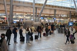 Nå droppes munnbindkravet på Oslo lufthavn Gardermoen. Foto: Geir Olsen / NTB