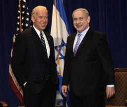 Etter én måned i Det hvite hus ringte president Joe Biden til Israels statsminister Benjamin Netanyahu. Dette bildet er fra da de to møttes i 2010. Foto: AP / NTB