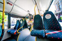 Det har vært færre ledige plasser, men bedre plass på kollektivtransporten enn vanlig mange steder i landet. Foto: Stian Lysberg Solum / NTB