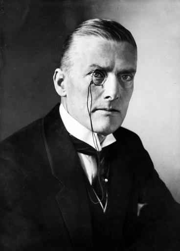 Sir (Joseph) Austen Chamberlain (1863-1937).