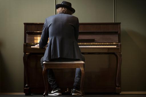 Musiker, singer, songwriter og Stjernekamp vinner 2017 Adam Douglas portrettert i Oslo.