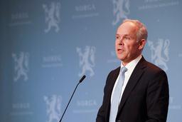 Finansminister Jan Tore Sanner (H) la tirsdag fram nye økonomiske koronatiltak på en pressekonferanse i Oslo. Foto: Terje Bendiksby / NTB