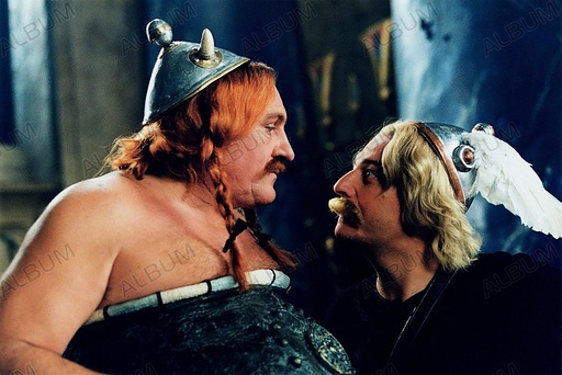 ASTERIX & OBELIX: MISSION CLEOPATRA (2002), directed by ALAIN CHABAT. GERARD DEPARDIEU; CHRISTIAN CLAVIER.