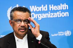 WHO-topp Tedros Adhanom Ghebreyesus vil at alle verdens land skal være i gang med vaksineringen mot covid-19 innen 100 dager. Foto: Jean-Christophe Bott/Keystone via AP/NTB