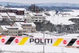 Natt til 30. desember tok et stort kvikkleireskred med seg flere hus fra boligfeltet Nystulia på Ask i Gjerdrum. Sju personer er så langt funnet døde i skredet og tre er fremdeles antatt omkommet. Foto: Heiko Junge / NTB