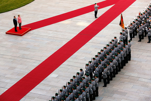German Chancellor Angela Merkel and Chinese Premier Li Keqiang review the guard of honour during a welcome ceremony at the Chancellery in Berlin