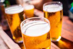 Med stengte serveringssteder og nedstengning på grunn av koronapandemien , melder bryggerigiganten Heineken N.V. om et stort underskudd for 2020. Foto: Stian Lysberg Solum / NTB