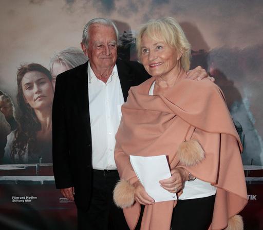 Herborg Kråkevik og Robert Stoltenberg på den røde løperen til premieren på filmen Løvekvinnen på Colosseum kino onsdag kveld.