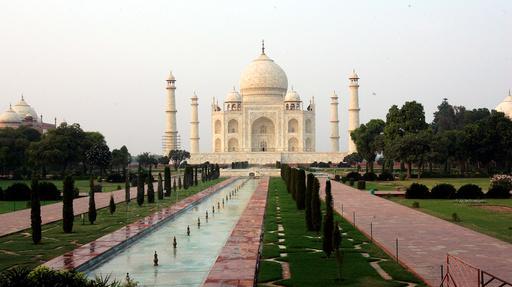 I flere måneder har antall besøkende vært strengt begrenset, og masker har vært påbudt ved Taj Mahal. Turistattraksjonen skulle egentlig ha blitt gjenåpnet for alle turister, men søndag trakk myndighetene avgjørelsen. Arkivfoto: Lise Åserud / SCANPIX