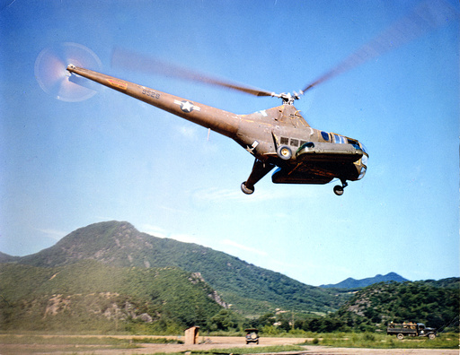 Korea-Krieg, US-Helikopter mit Lazarettinventar /Foto 1952 - Korean War, US helicopter / photo -