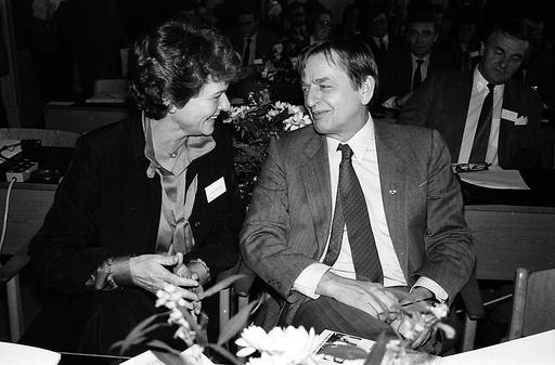 Swedish prime minister Olof Palme with Norwegian prime minister Gro Harlem Brundtland, Copenhagen, Denmark - 1986
