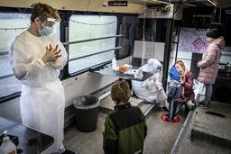 Smittetesting på et mobilt testsenter i Ishøj. Foto: Mads Claus Rasmussen / Ritzau Scanpix / NTB
