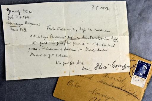Brev fra norsk jøde sendt til familie i Norge i 1943 fra konsentrasjonsleiren og utryddelsesleiren Auschwitz - Birkenau. Briefaktion, Operation Mail. Frimerke med portrett av Hitler. Krigen, 2. verdenskrig.