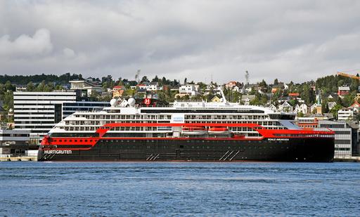Fylkeslegen i Troms og Finnmark sier de vil granske Hurtigrutens håndtering av smitteutbruddet på skipet. Foto: Rune Stoltz Bertinussen / NTB scanpix