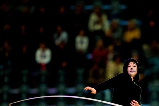 Maud Angelica Behn deltar i en voltige-oppvisning under Oslo Horse Show 2016 i Telenor arena utenfor Oslo søndag.