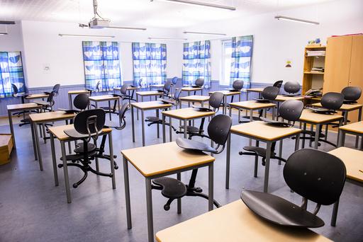 Oslo 20200313.  Tomme klasserom på Bygdøy skole. Regjeringen har valgt å stengte skoler i forbindelse med utbrudd av Covid-19 viruset i landet. Foto: Fredrik Varfjell / NTB