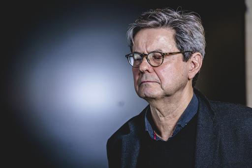 Sigurd Hortemo, overlege i Legemiddelverket holder pressekonferanse om bivirkninger av AstraZeneca-vaksinen. Foto: Stian Lysberg Solum / NTB