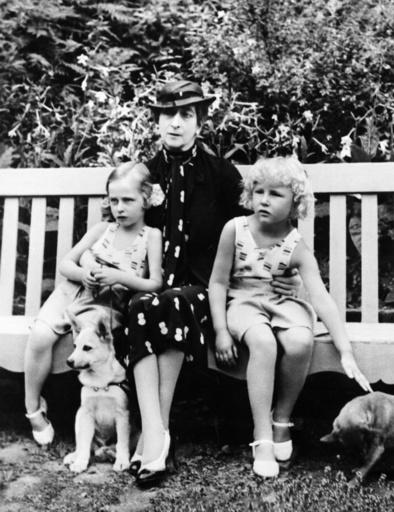 Queen Maud of Norway with her granddaughters.