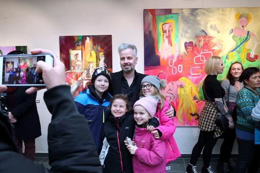 Ari Behn stiller ut bilder i Galleri Oddvar Olsen i Drammen lørdag og søndag.